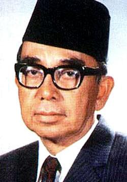 Tun Abdul Razak atau abdul razak hussein merupakan pendiri asean dari Malaysia